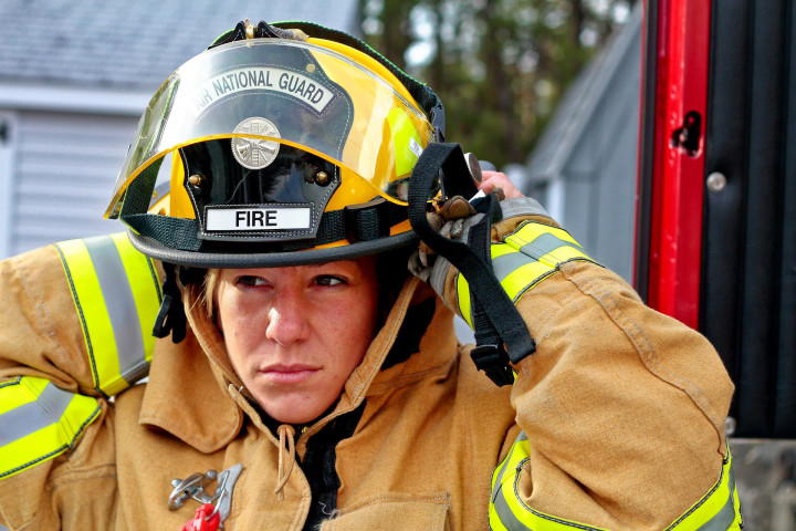 woman-fire-fighter-958266 1920